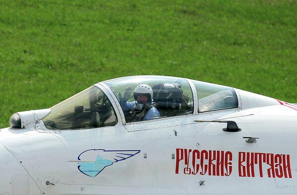 Strizhi and Russian Knights air display teams unveil new summer program - Sputnik International