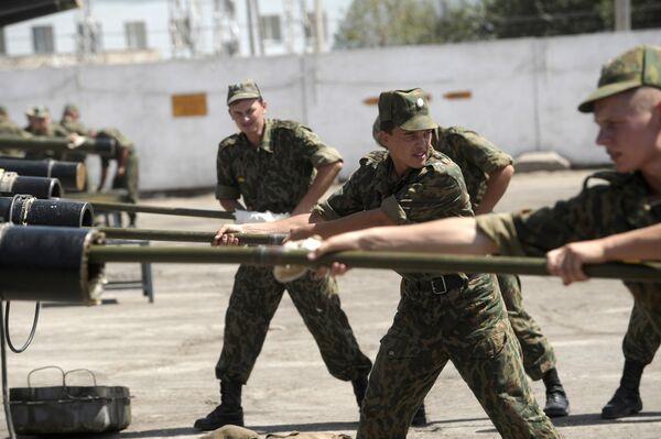 Tajik Parliament to Ratify Extension of Russian Base Lease - Sputnik International
