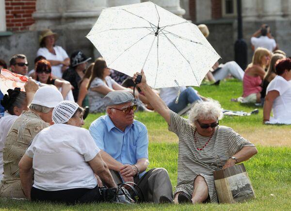 Elderly people relaxing in a Moscow park - Sputnik International