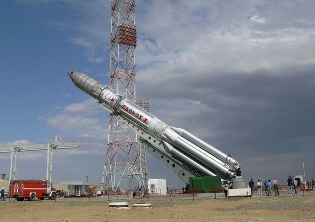 Подготовка к запуску ракеты Протон-М. Архив