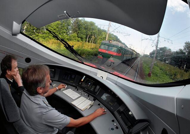 Скоростной поезд Сапсан совершил первую поездку из Москвы в Санкт-Петербург