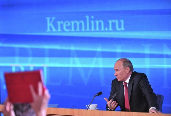 Putin Opposes Headscarves in Russian Schools - Sputnik International