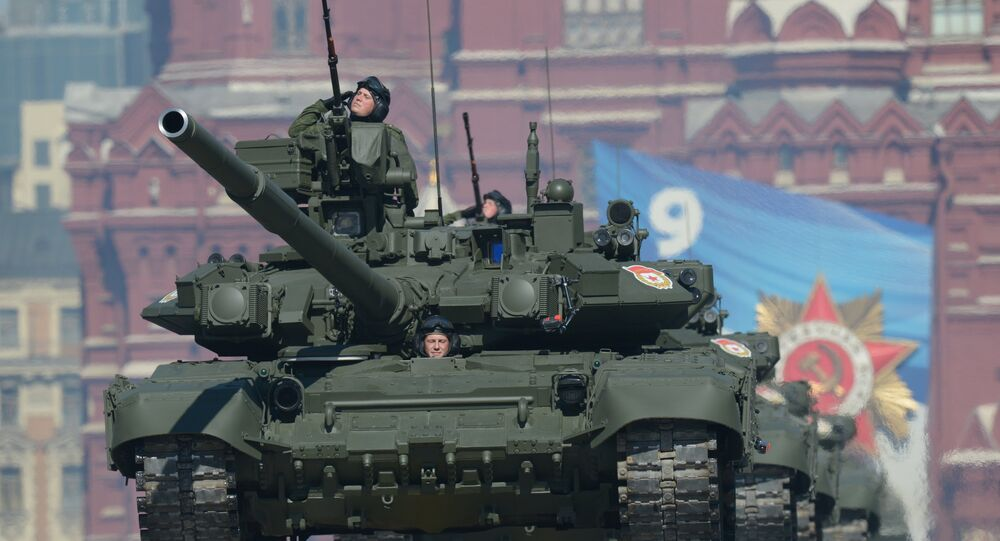 Танки Т-90 проходят по Красной площади во время генеральной репетиции парада Победы