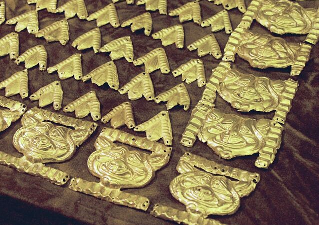 """Jewelry found in the burial mound of the first """"Golden Man"""" in 1970"""