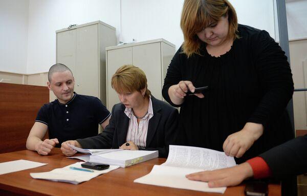 Moscow Court Extends House Arrest of Opposition Leader Udaltsov (left) - Sputnik International