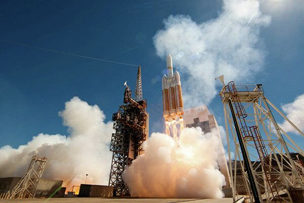 A United Launch Alliance (ULA) Delta IV Heavy rocket carrying a payload for the National Reconnaissance Office (NRO) lifts off from Space Launch Complex-6 on August 28, 2013.