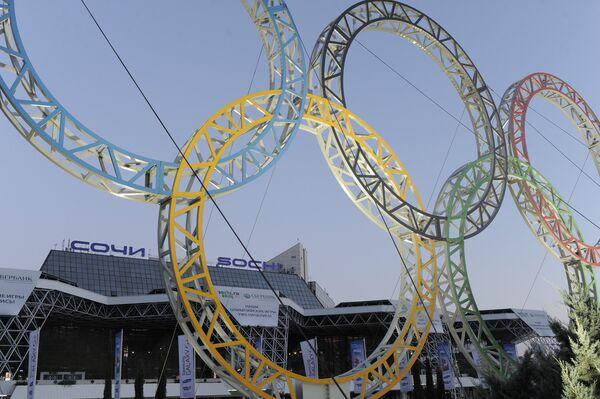 Olympic rings near Sochi airport - Sputnik International