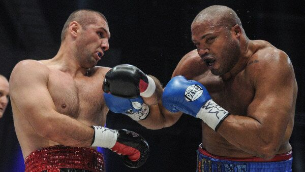 Russia's Magomed Abdusalamov, left, fights America's Jameel McCline in Moscow in 2012.