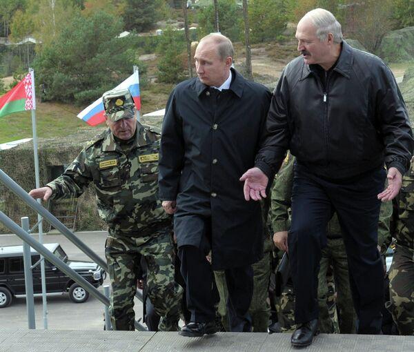 Russian President Vladimir Putin and his Belarusian counterpart, Alexander Lukashenko - Sputnik International