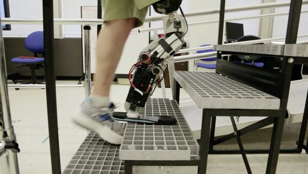 An American man has become the first person to walk with a thought-controlled bionic leg.