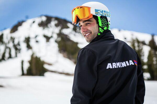 Born to Armenian parents in California, American skier Arman Serebrakian will race for the former Soviet republic at the Winter Olympics in Sochi next year. - Sputnik International