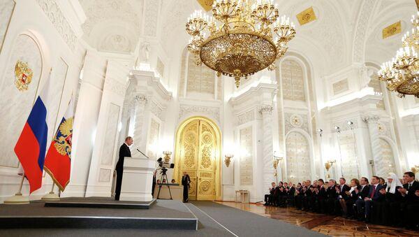 Vladimir Putin (R) reading out his annual State of the Nation address - Sputnik International