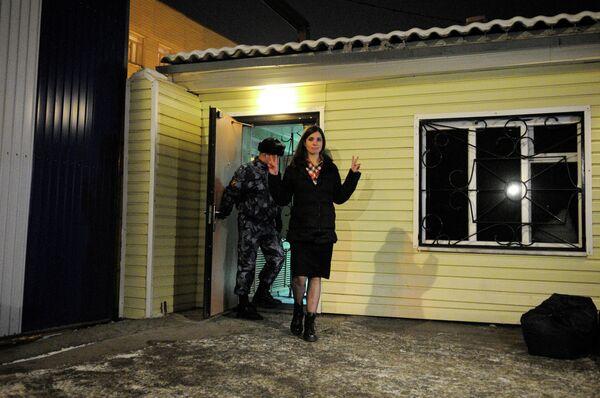 Nadezhda Tolokonnikova leaving prison hospital in the Krasnoyarsk region - Sputnik International