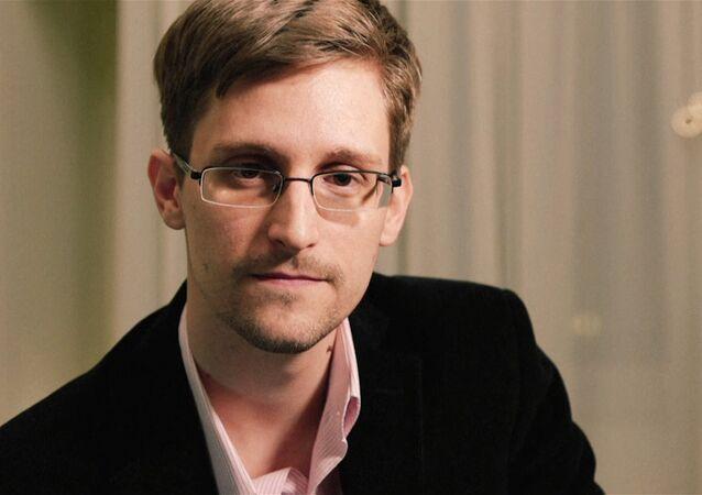 Сноуден поздравил всех с Рождеством и напомнил об охране частной жизни