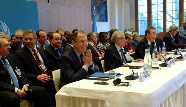 Sergei Lavrov (center) during the conference - Sputnik International