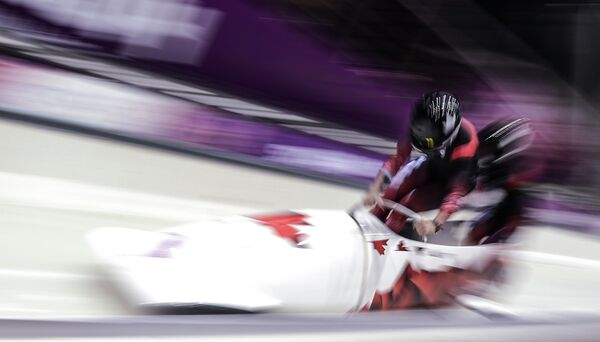 Canada Steals Women's Olympic Bobsled Gold From US - Sputnik International