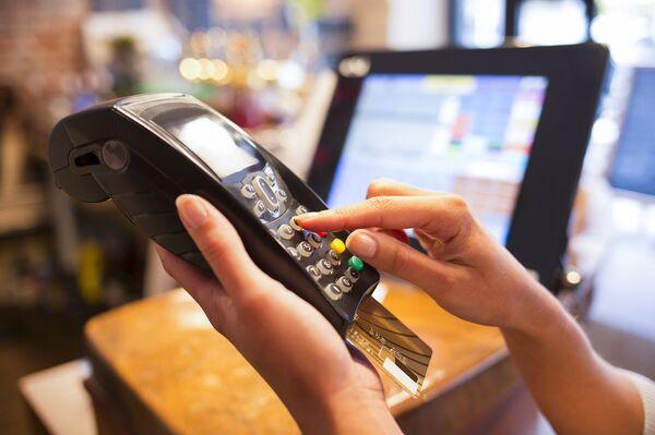 Putin Signs Law on National Card Payment System - Sputnik International