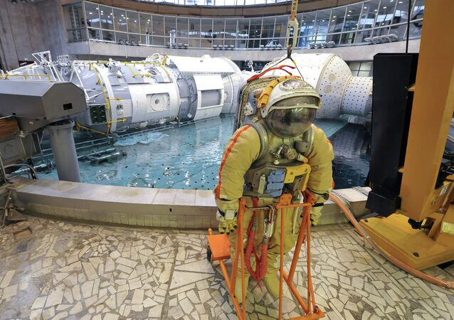 Cosmonaut training for a mission to ISS