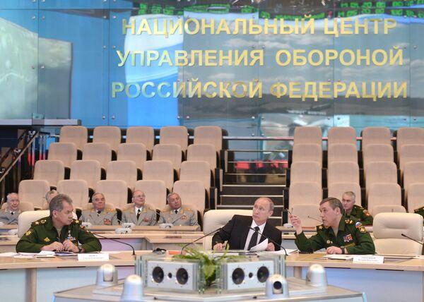Putin Showcases Russian Military Preparedness to Neighbors - Sputnik International