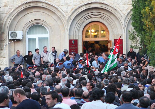 Opposition storms presidential office in Abkhazia