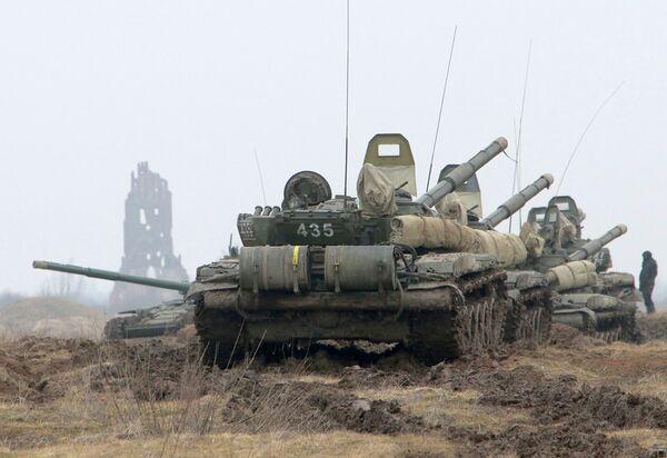Сolumn of T-72 tanks during an exercise held by the Baltic Fleet coastal defense troops (Archive) - Sputnik International