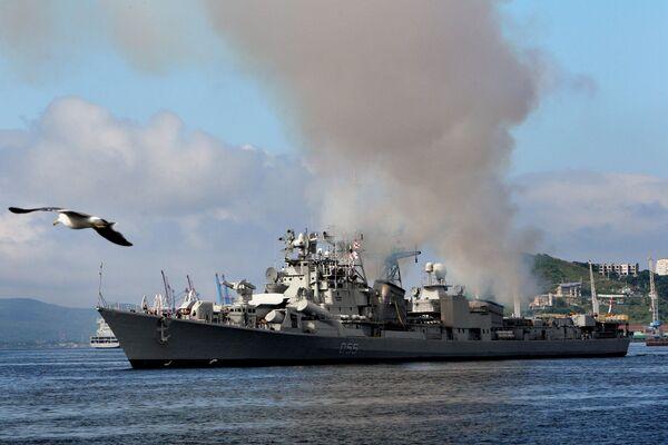 INS Ranvijay destroyer in the port of Vladivostok - Sputnik International