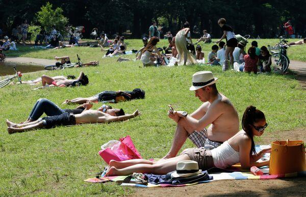 People lie and sunbathe at a park in Tokyo, Sunday, June 1, 2014 - Sputnik International