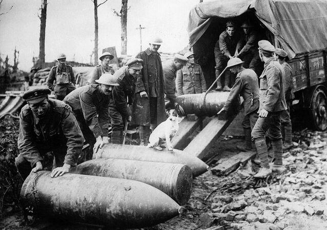 Unloading shells. First World War.