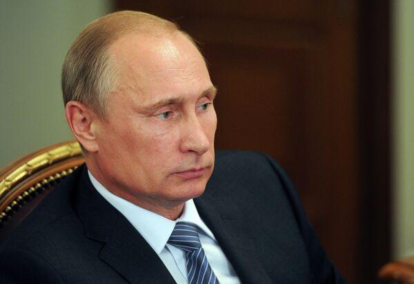 Double standards and violation of fundamental human rights prevail in attitudes toward crimes against civilians in southeastern Ukraine, Russian President Vladimir Putin said. - Sputnik International