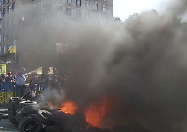 Ukraine: Maidan on fire as camp clearance turns violent