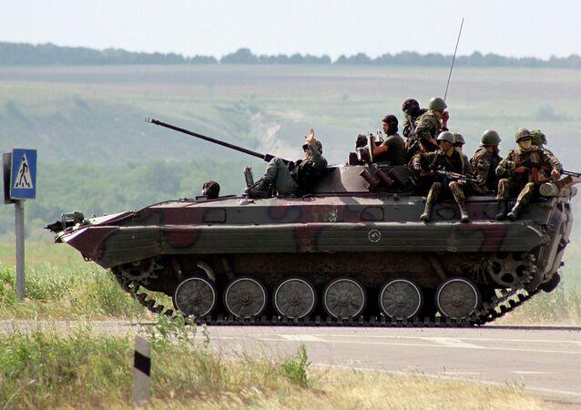 Военнослужащие украинской национальной гвардии в Старобельске Луганской области