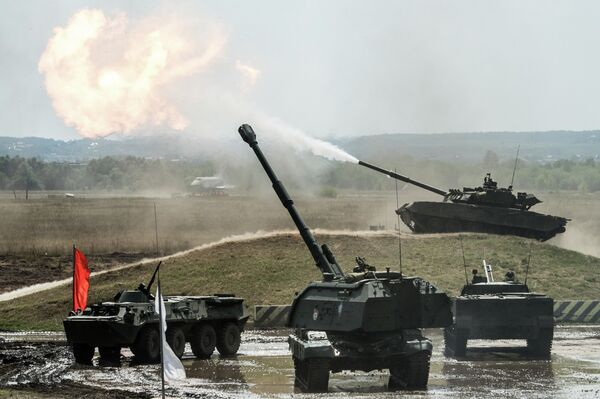 A BTR-80 armored personnel carrier, a T-80 tank, and a BMP-3 infantry fighting vehicle at the final rehearsal for the Invincible and Legendary military and patriotic programme of the Engineering Technologies 2014 international forum in Zhukovsky near Moscow. - Sputnik International