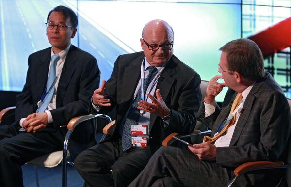 Barclays investment banking former chairman Hans-Joerg Rudloff (center) - Sputnik International