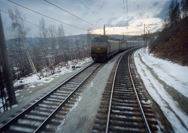 Russia, irkutsk region, east siberian railway (trans-siberian railroad), span slyudyanka-irkutsk, rolling stock (File)