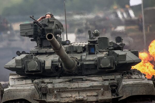 Hundred of tanks partipates in Vostok-2014 military exercises. - Sputnik International