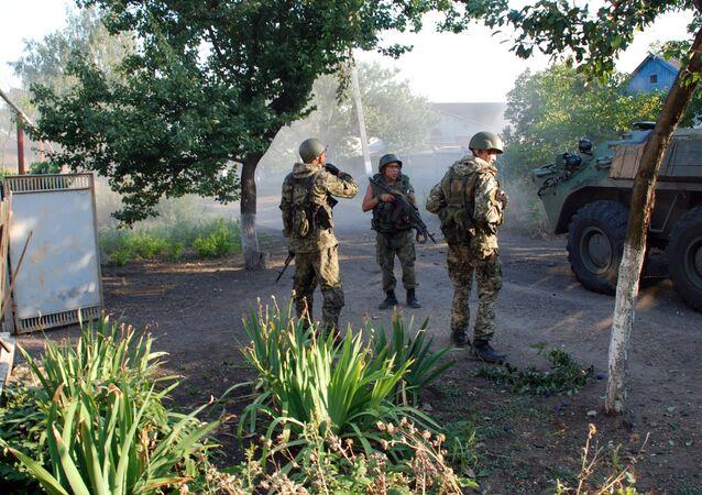 Ополченцы Донецкой народной республики (ДНР) в городе Иловайске