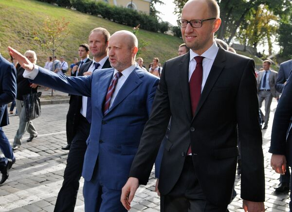 Ukrainian Parliament Speaker Oleksandr Turchynov (left) and Prime Minister Arseniy Yatsenyuk (right) during Independence Day celebrations. - Sputnik International