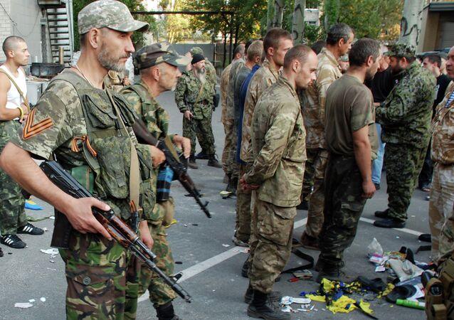 Captured Ukrainian soldiers taken out of encirclement near Ilovaisk