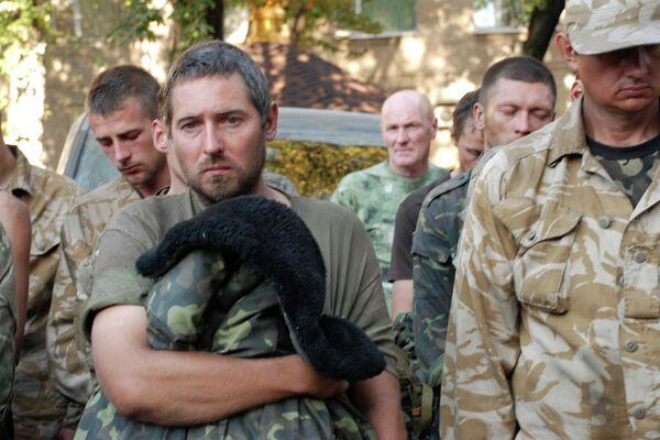 Ukrainian servicemen captured by independence supporters in Ilovaisk, Donetsk Region. - Sputnik International