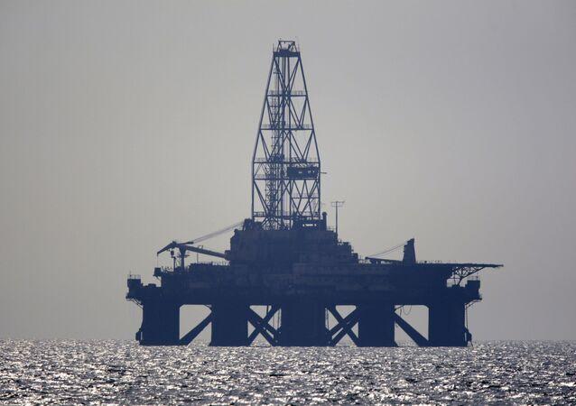 Нефтяная платформа в Каспийском море
