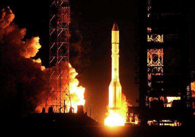 Запуск ракеты-носителя Протон с космическим аппаратом AsiaSat-7