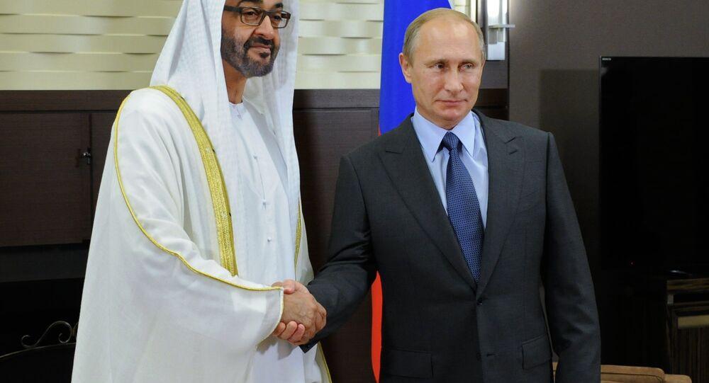 Russian President Vladimir Putin (R) and Mohammed bin Zayed bin Sultan Al Nahyan