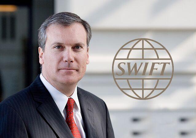 Главный исполнительный  Директор SWIFT -Lazaro Campos